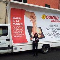 Vela mobile e distribuzione stampati pubblicitari per Conad Superstore a Santo Stefano Magra